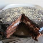 Нежный шоколадный торт со сметаной
