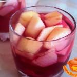 Яблоки в вишневом желе: вкуснейший десерт