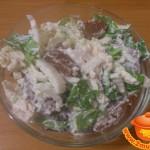 Пикантный салат с курицей и капустой